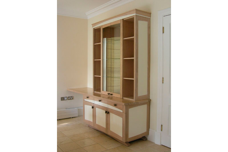 Elegant and timeless - Display cabinet in oak with lots of storage and small desk extension for laptop/tablet.